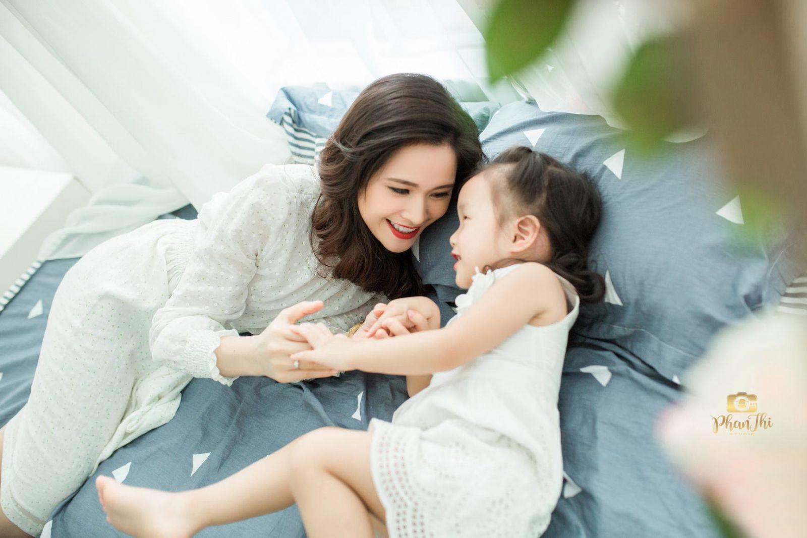 Album mom và con gái