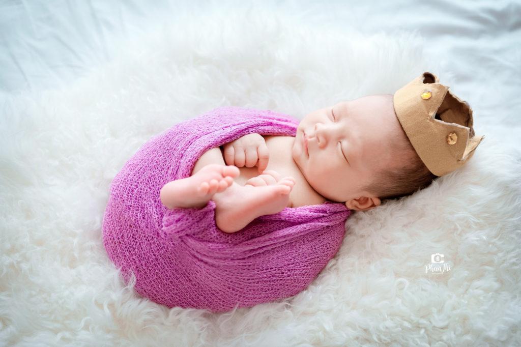 Các mẹ có cần kiêng chụp ảnh cho bé sơ sinh không?