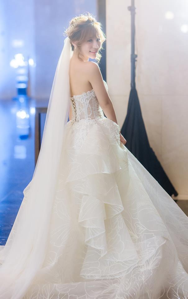 Album váy cưới bồng xòe 104