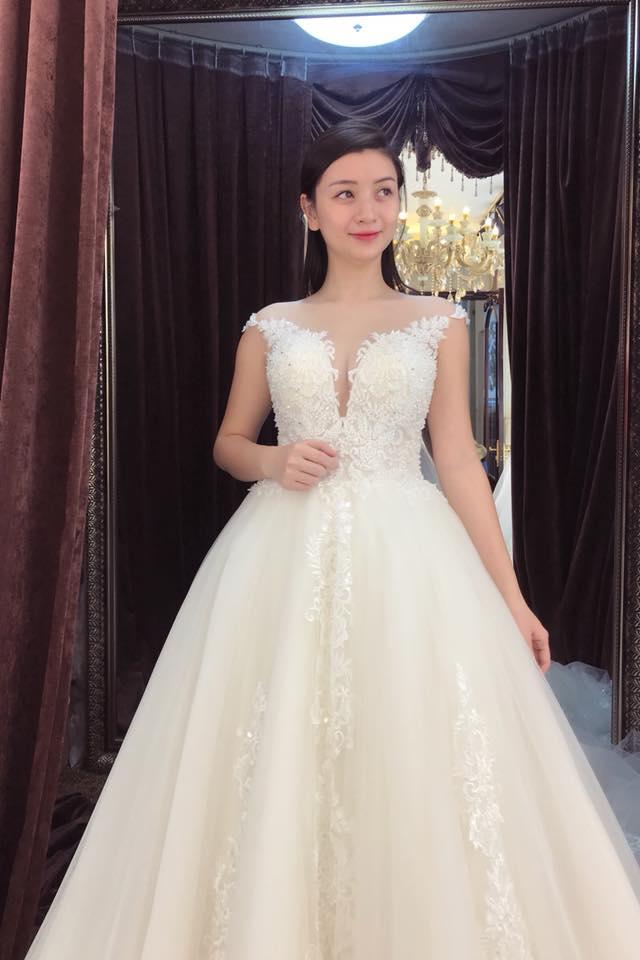 Album váy cưới bồng xòe 128