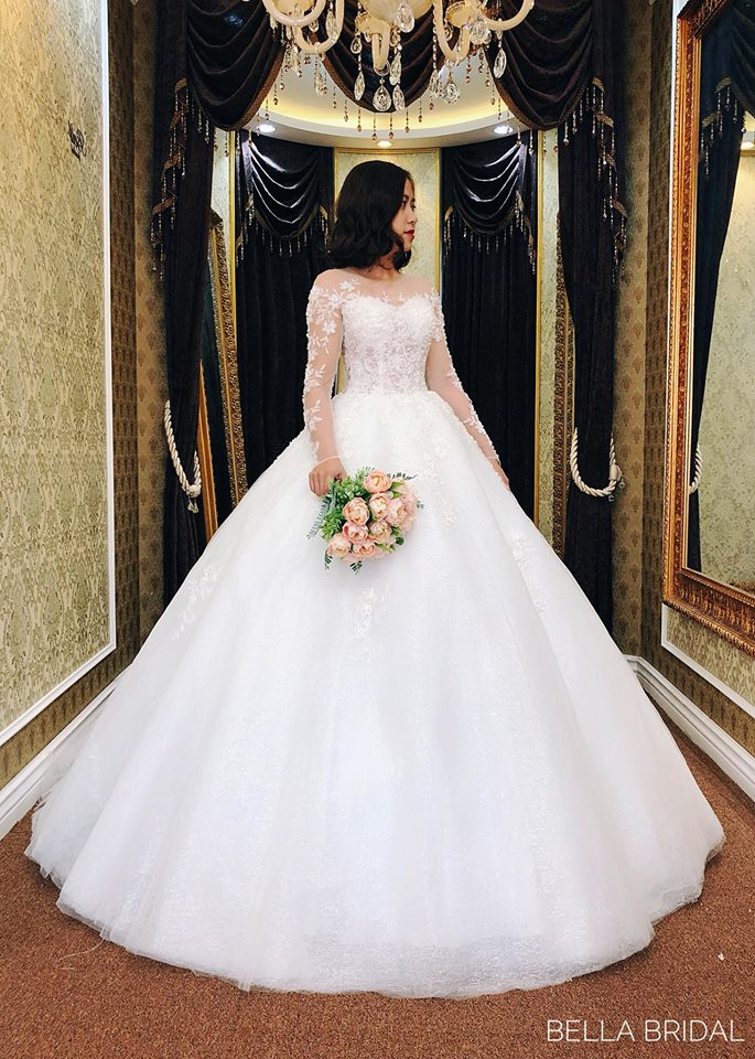 Album váy cưới bồng xòe 138