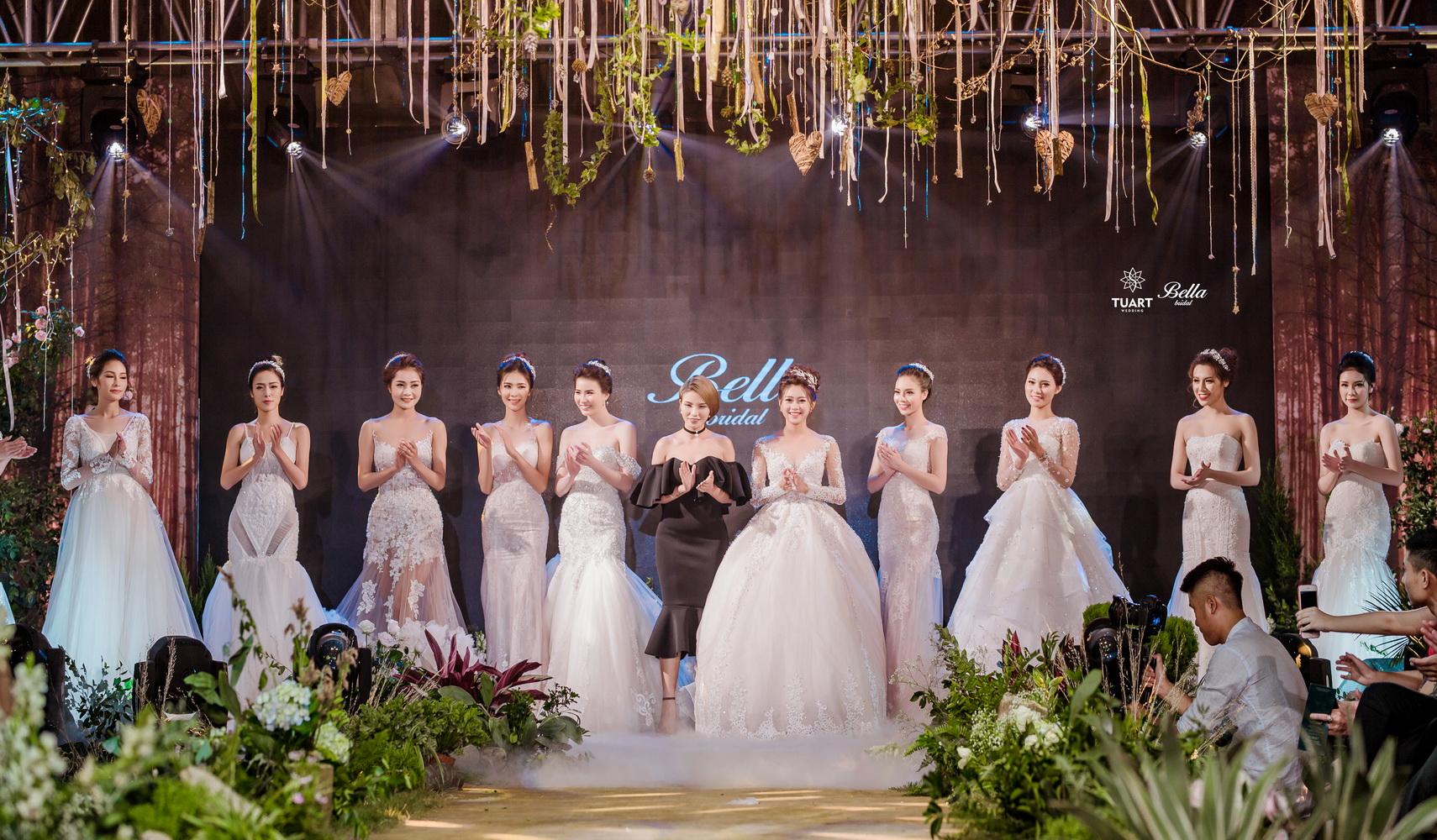 Album váy cưới bồng xòe 155