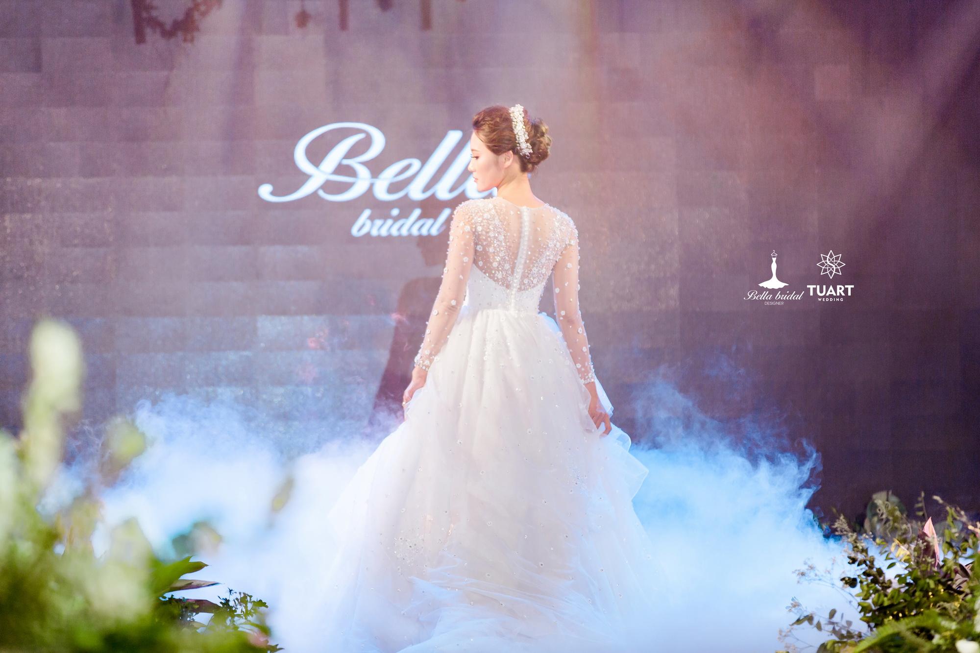 Album váy cưới bồng xòe 159