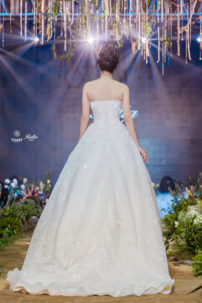 Album váy cưới bồng xòe 16