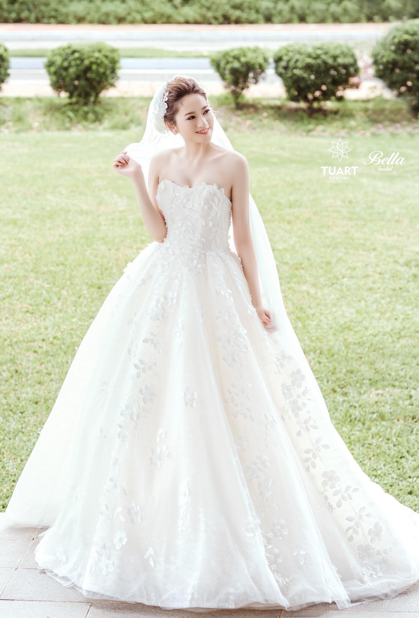 Album váy cưới bồng xòe 169