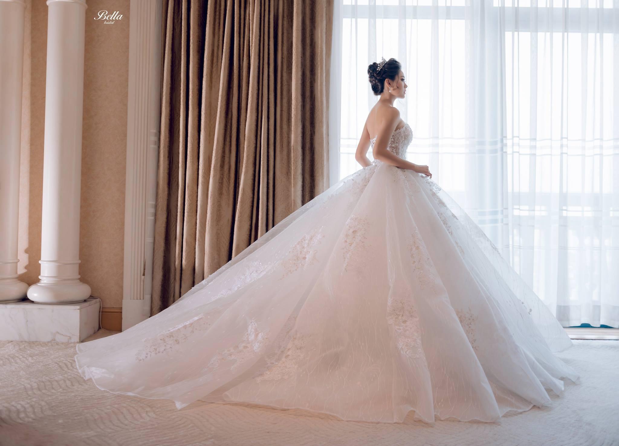 Album váy cưới bồng xòe 92