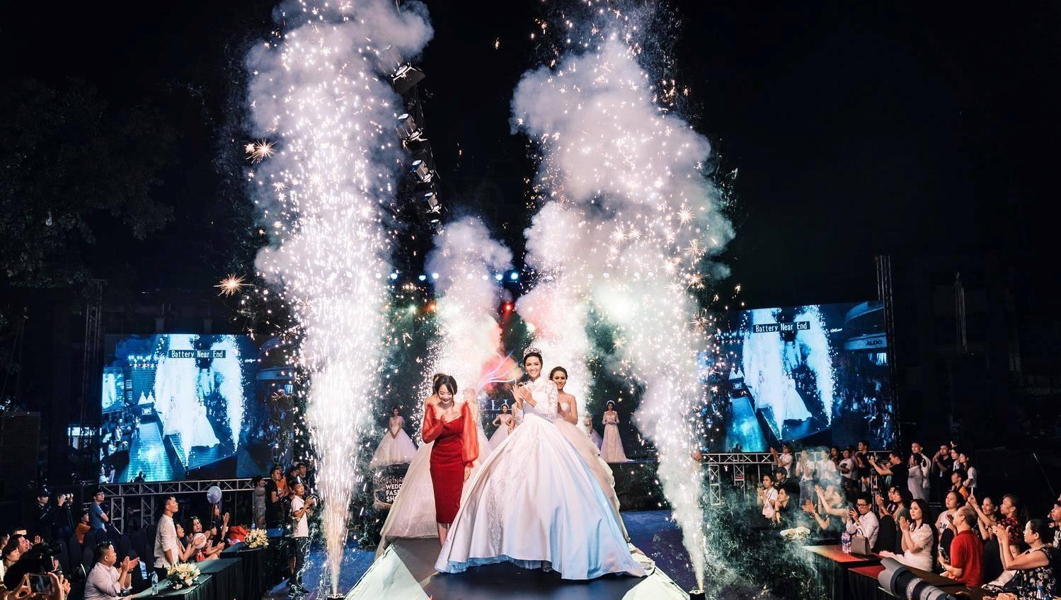 """Hoa hậu H'Hen Niê rạng ngời với thiết kế váy cưới của Bella Bridal Khi làm """"cô dâu"""""""