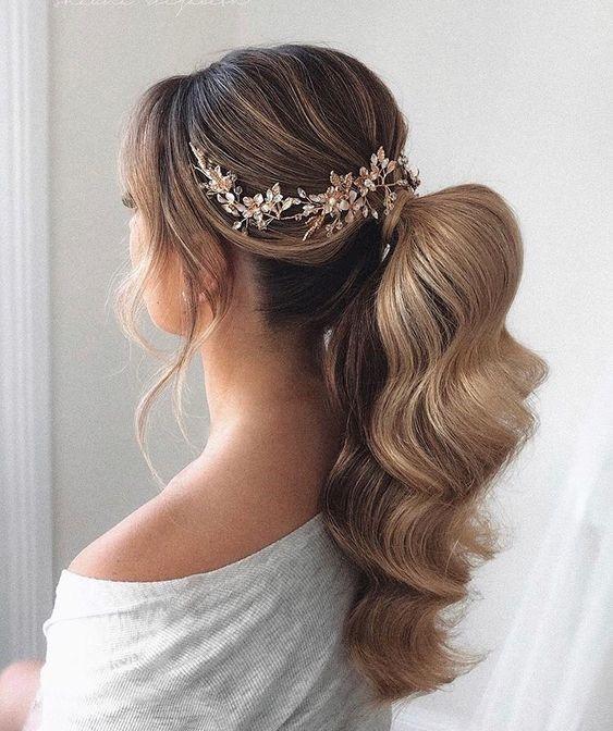 Gợi ý những kiểu tóc cưới đẹp biến tấu từ tóc đuôi ngựa đơn giản mà nổi bật dành cho cô dâu