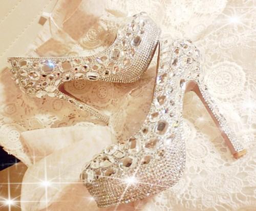 Tư vấn địa chỉ mua giày cưới đẹp cho cô dâu trong ngày cưới