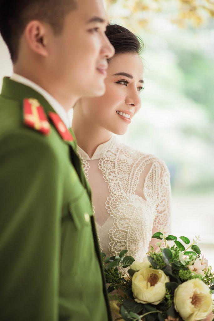 hình cưới quân phục