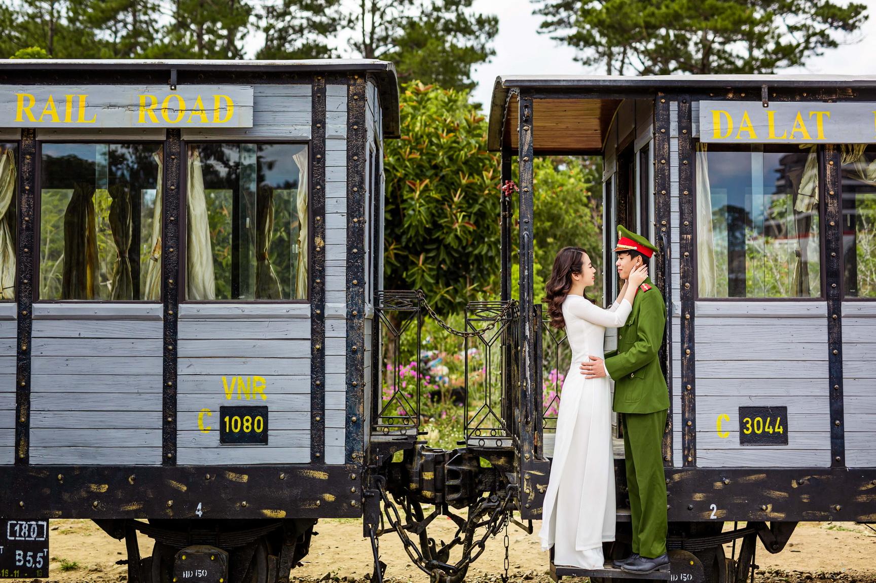 Chụp ảnh cưới công an: Xu hướng ảnh cưới đẹp cho các chiến sĩ công an